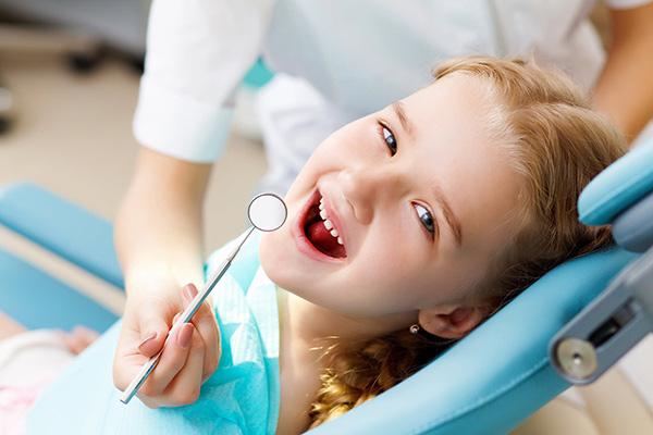 decija stomatologija vozdovac - dete na zubarskoj stolici