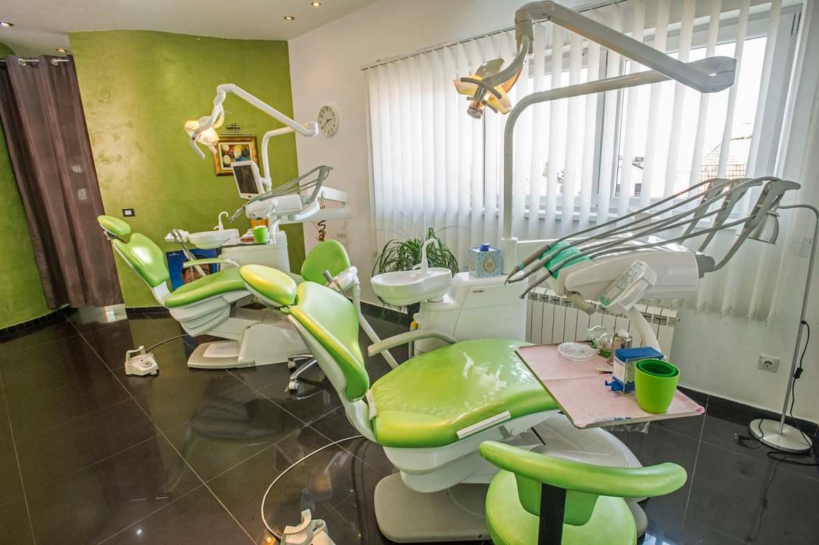 Zubarske stolice u ordinaciji Donna Dent